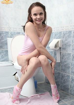 XXX Teen Toilet Porn Pictures