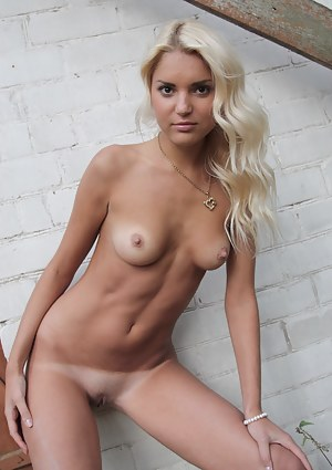 XXX Tanned Teen Porn Pictures